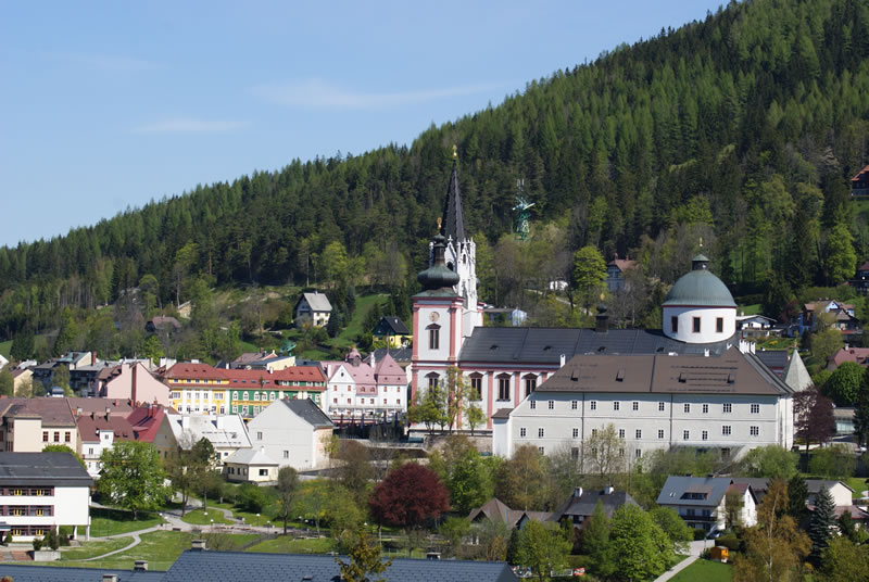 Wallfahrtsort Mariazell Blick von der Erzherzog Johann Statue